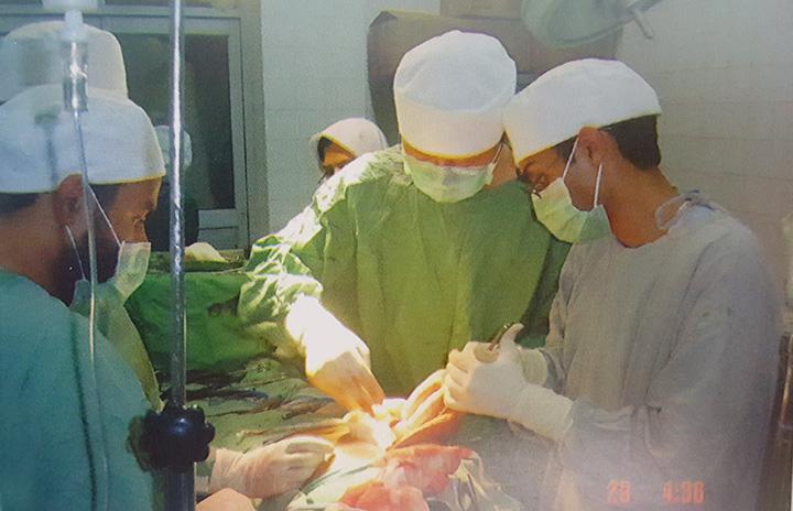 Hepatobilary Surgeon Operating with Students